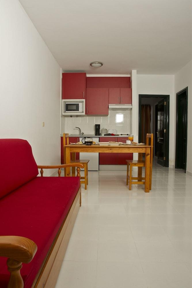 아파르타멘토스 솔(Apartamentos Sol) Hotel Image 6 - Living Area