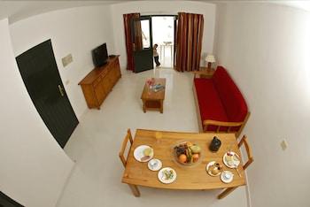 아파르타멘토스 솔(Apartamentos Sol) Hotel Image 9 - Living Area