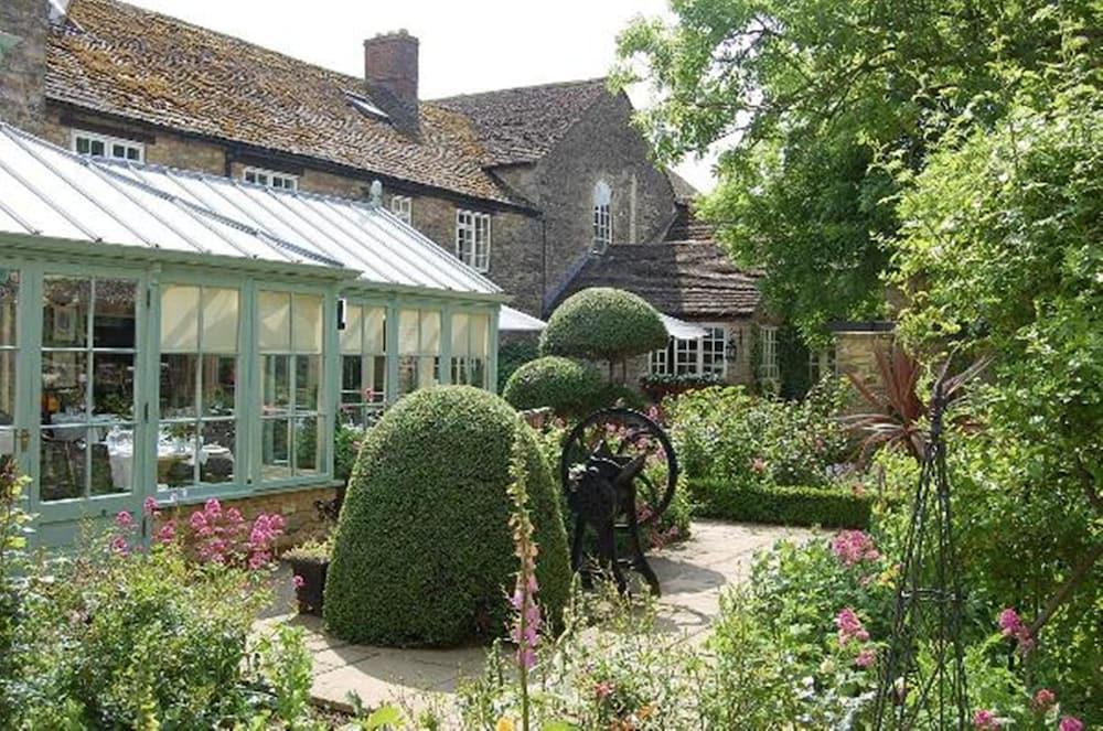 반스데일 로지 호텔 앤드 레스토랑(Barnsdale Lodge Hotel and Restaurant) Hotel Image 37 - Garden
