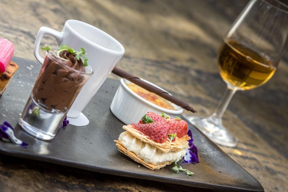 반스데일 로지 호텔 앤드 레스토랑(Barnsdale Lodge Hotel and Restaurant) Hotel Image 31 - Food and Drink
