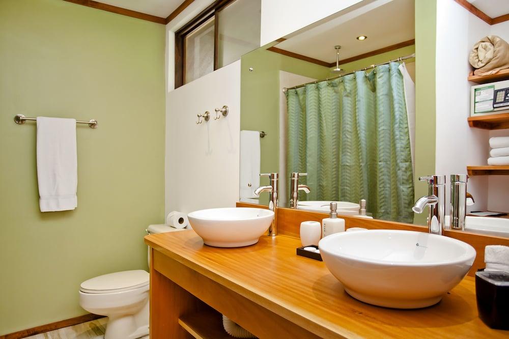 몬테베르데 로지 & 가든(Monteverde Lodge & Gardens) Hotel Image 18 - Bathroom