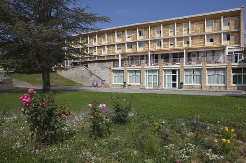 . Complexe Hôtelier Regain