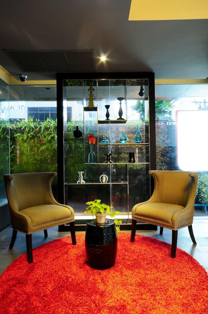 시트러스 수쿰윗 13 바이 컴패스 호스피탈리티(Citrus Sukhumvit 13 by Compass Hospitality) Hotel Image 1 - Lobby Sitting Area