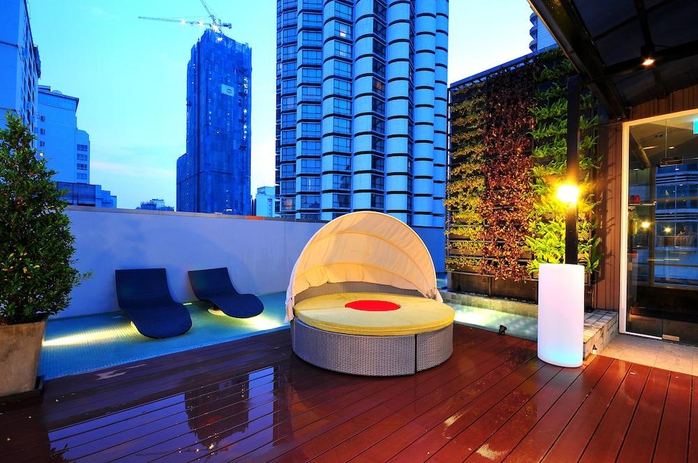 시트러스 수쿰윗 13 바이 컴패스 호스피탈리티(Citrus Sukhumvit 13 by Compass Hospitality) Hotel Image 30 - Terrace/Patio
