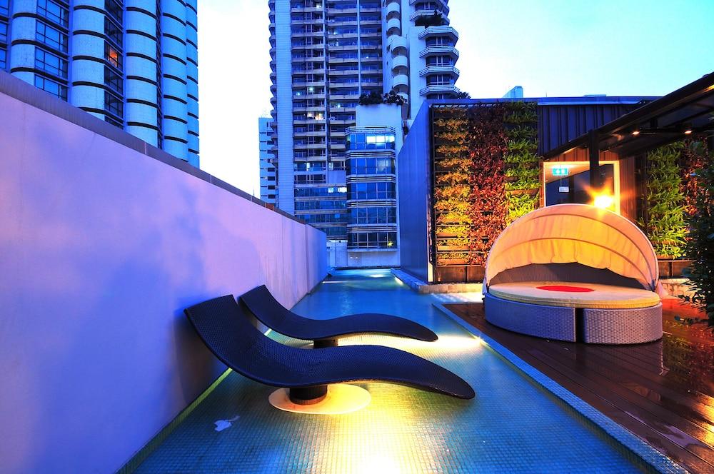 시트러스 수쿰윗 13 바이 컴패스 호스피탈리티(Citrus Sukhumvit 13 by Compass Hospitality) Hotel Image 20 - Outdoor Pool