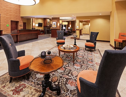 . Holiday Inn Ardmore I-35
