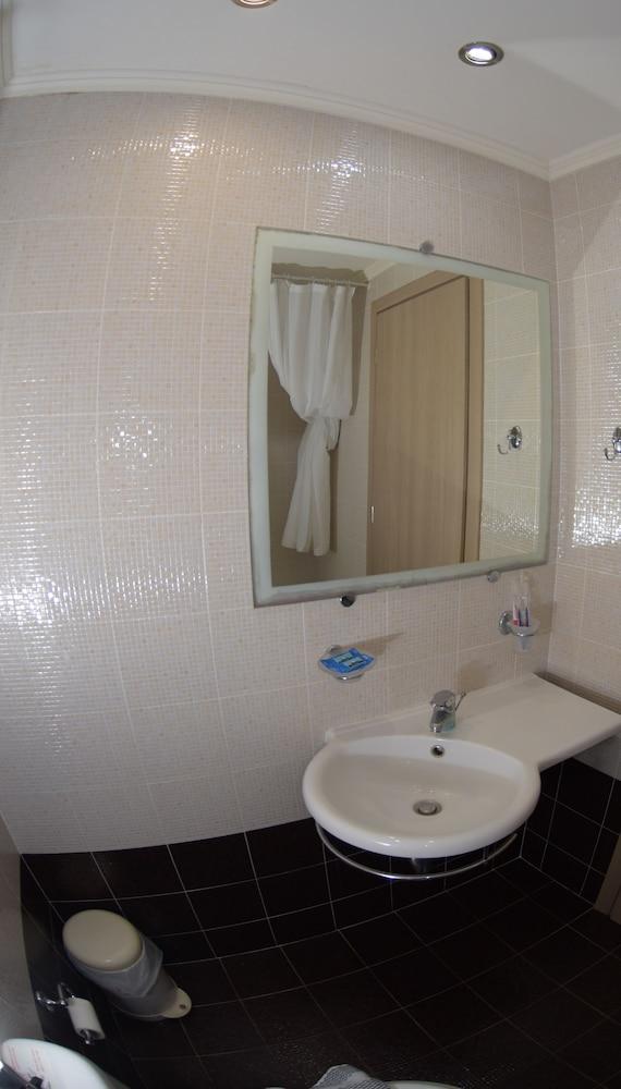 버지니아 호텔(Virginia Hotel) Hotel Image 51 - Bathroom