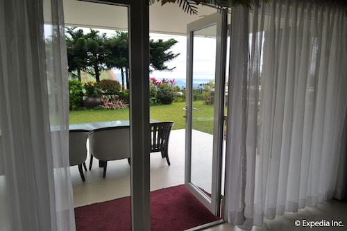 Discovery Country Suites, Tagaytay City