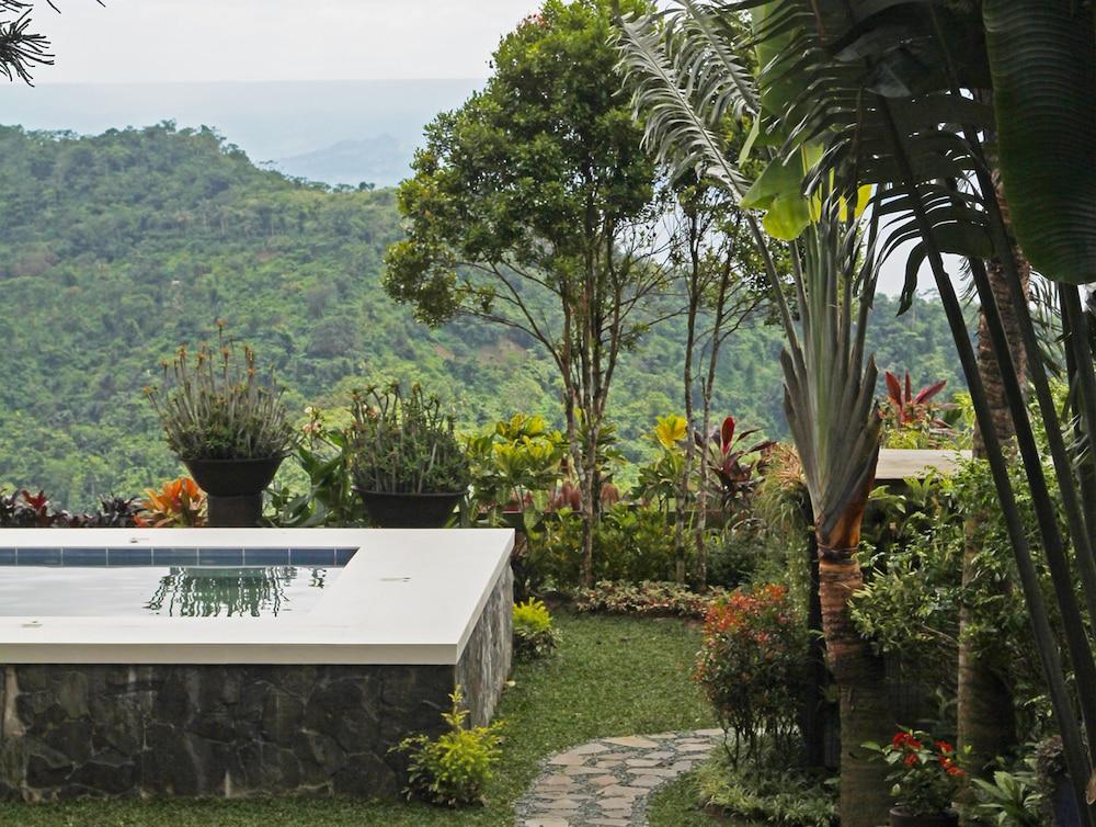 https://i.travelapi.com/hotels/5000000/4510000/4507100/4507052/675a3880_z.jpg