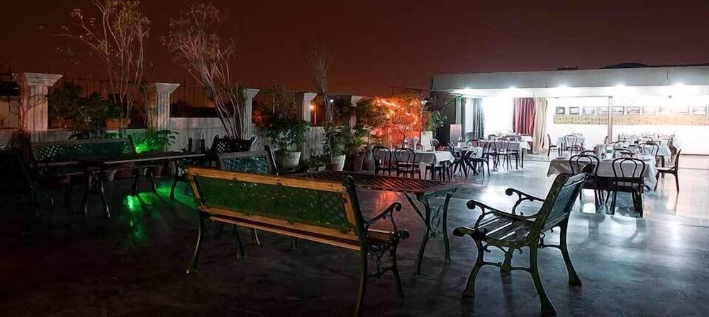 호텔 사르탁 팰리스(Hotel Sarthak Palace) Hotel Image 11 - Dining