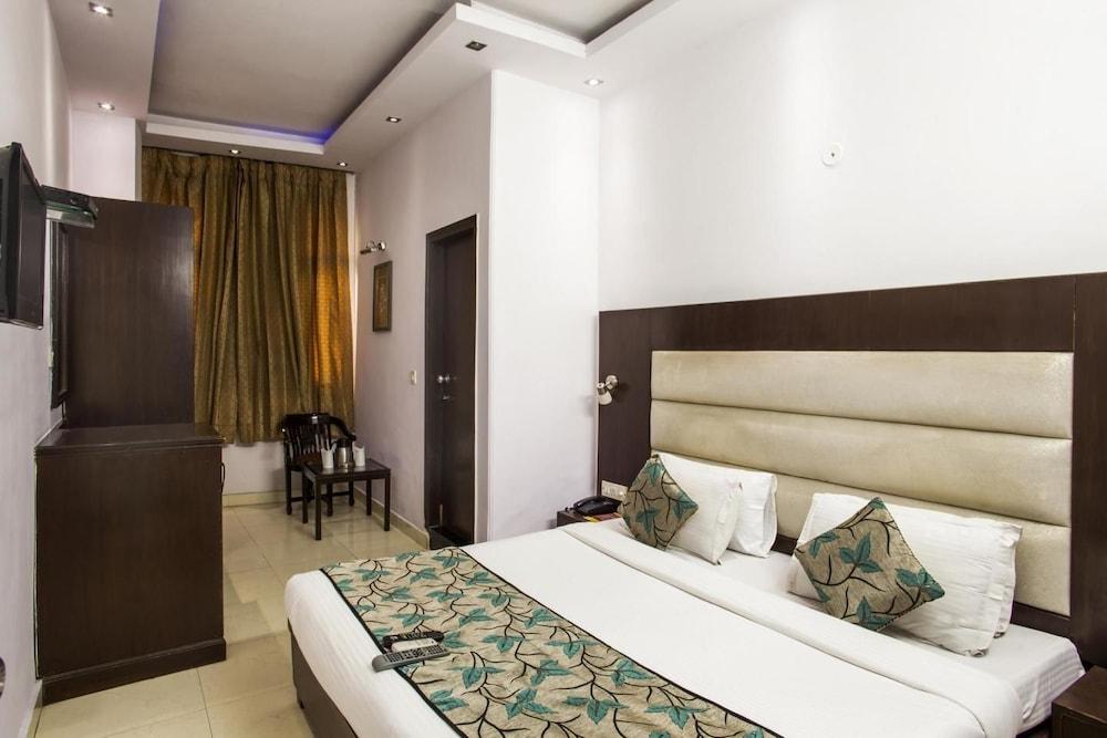 호텔 사르탁 팰리스(Hotel Sarthak Palace) Hotel Image 8 - Guestroom
