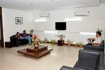 호텔 사르탁 팰리스(Hotel Sarthak Palace) Hotel Image 3 - Lobby