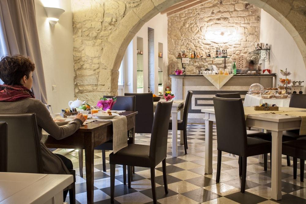 메이슨 트레스누라게스(Maison Tresnuraghes) Hotel Image 47 - Hotel Bar