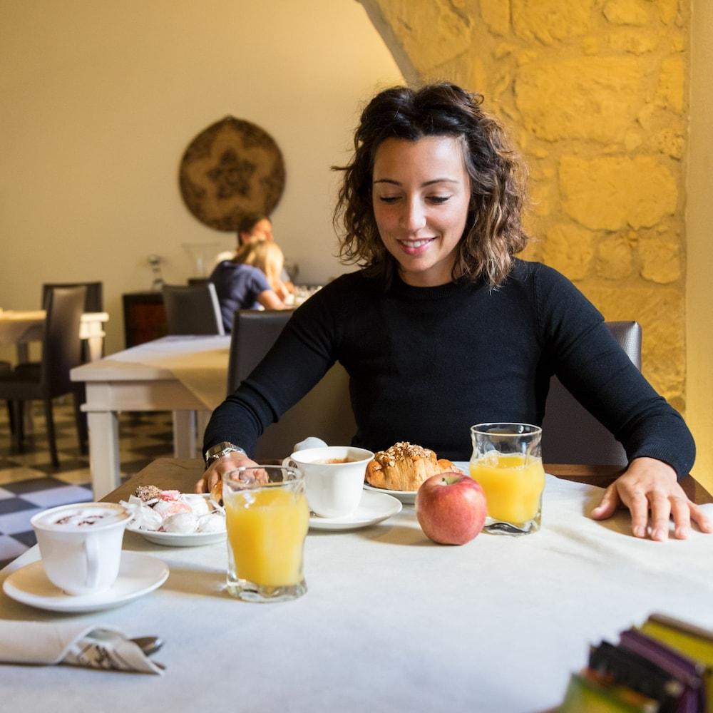 메이슨 트레스누라게스(Maison Tresnuraghes) Hotel Image 46 - Breakfast Meal