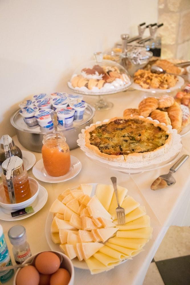메이슨 트레스누라게스(Maison Tresnuraghes) Hotel Image 45 - Breakfast buffet