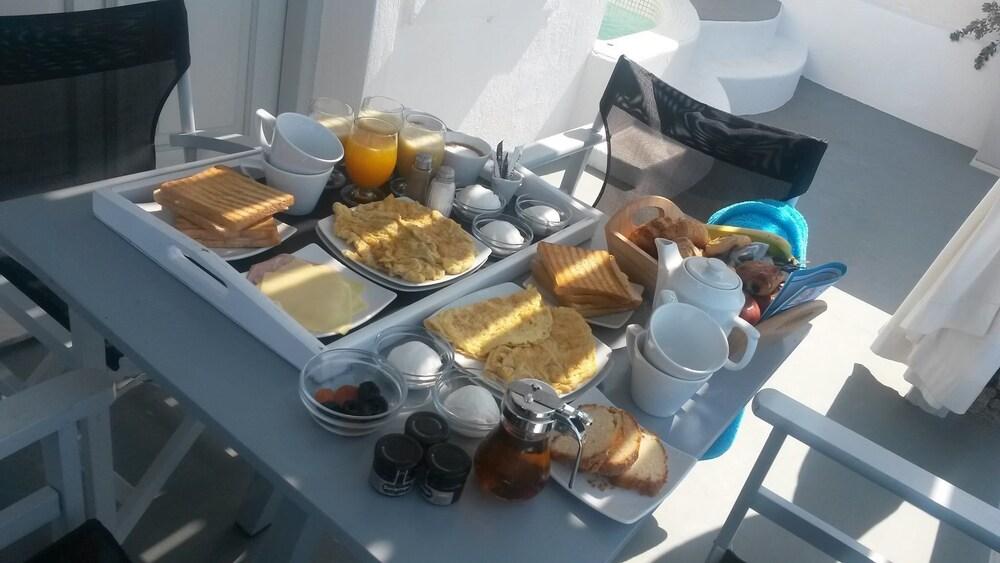 오이아 스위트(Oia Suites) Hotel Image 76 - Breakfast Meal