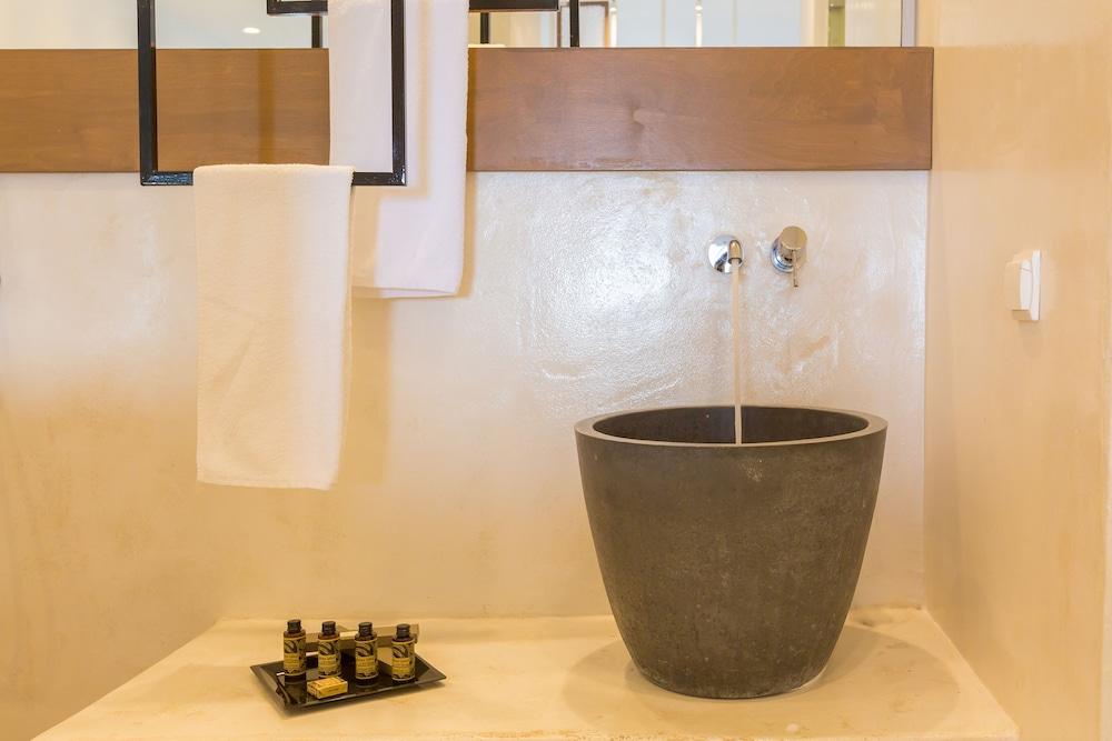 오이아 스위트(Oia Suites) Hotel Image 55 - Bathroom