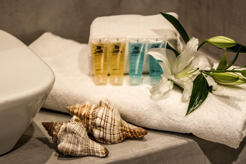 오이아 스위트(Oia Suites) Hotel Image 69 - Bathroom Amenities
