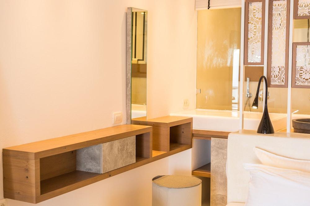오이아 스위트(Oia Suites) Hotel Image 56 - Bathroom