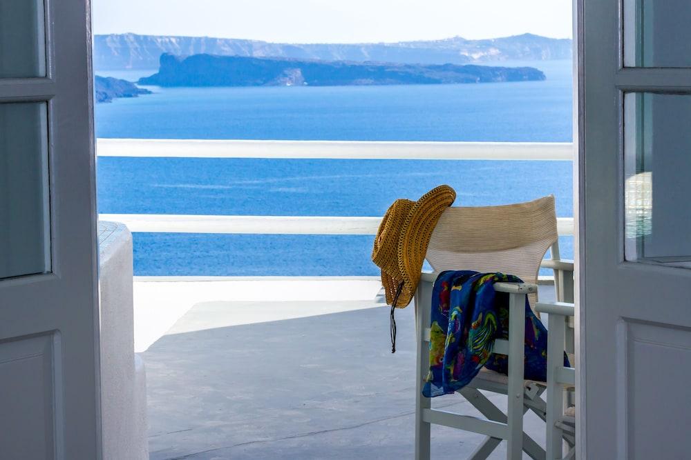 오이아 스위트(Oia Suites) Hotel Image 83 - Beach/Ocean View