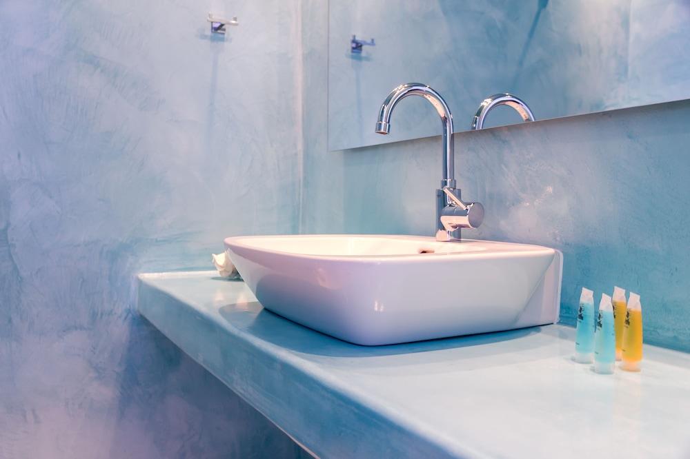 오이아 스위트(Oia Suites) Hotel Image 65 - Bathroom Sink