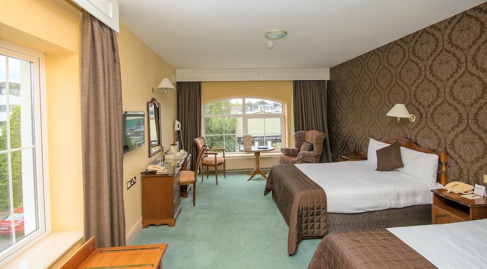 https://i.travelapi.com/hotels/5000000/4510000/4508200/4508102/6f7c9a82_z.jpg