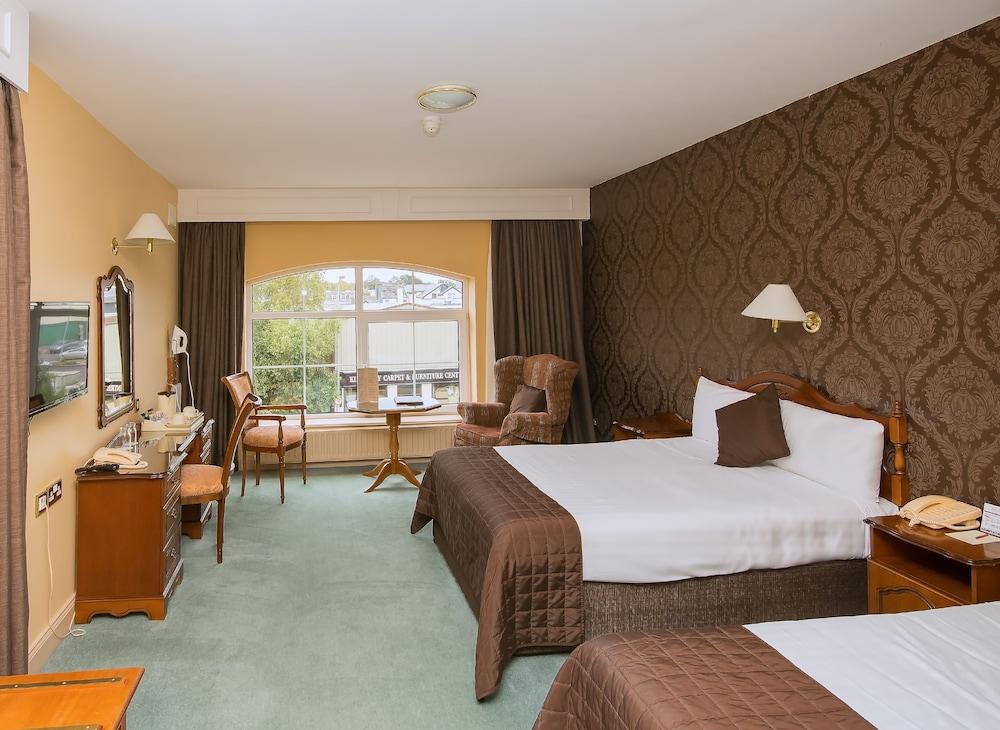 https://i.travelapi.com/hotels/5000000/4510000/4508200/4508102/da64e7ae_z.jpg