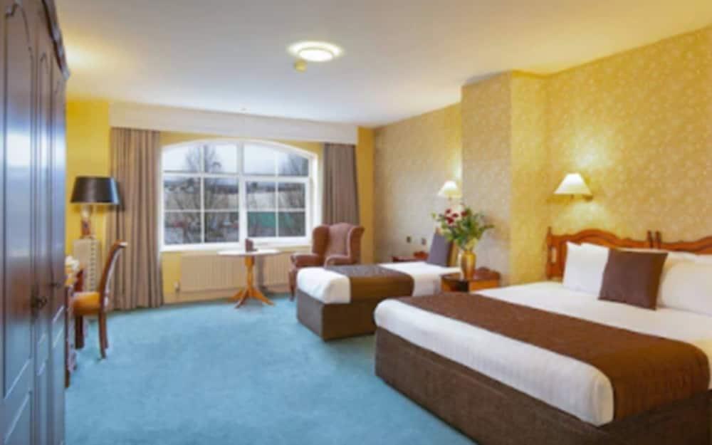 https://i.travelapi.com/hotels/5000000/4510000/4508200/4508102/dd5953cd_z.jpg