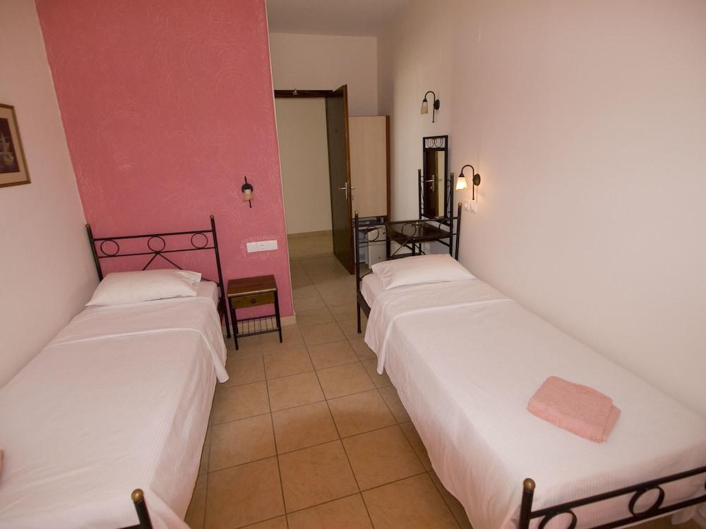 마가리타 룸(Margarita Rooms) Hotel Image 4 - Guestroom