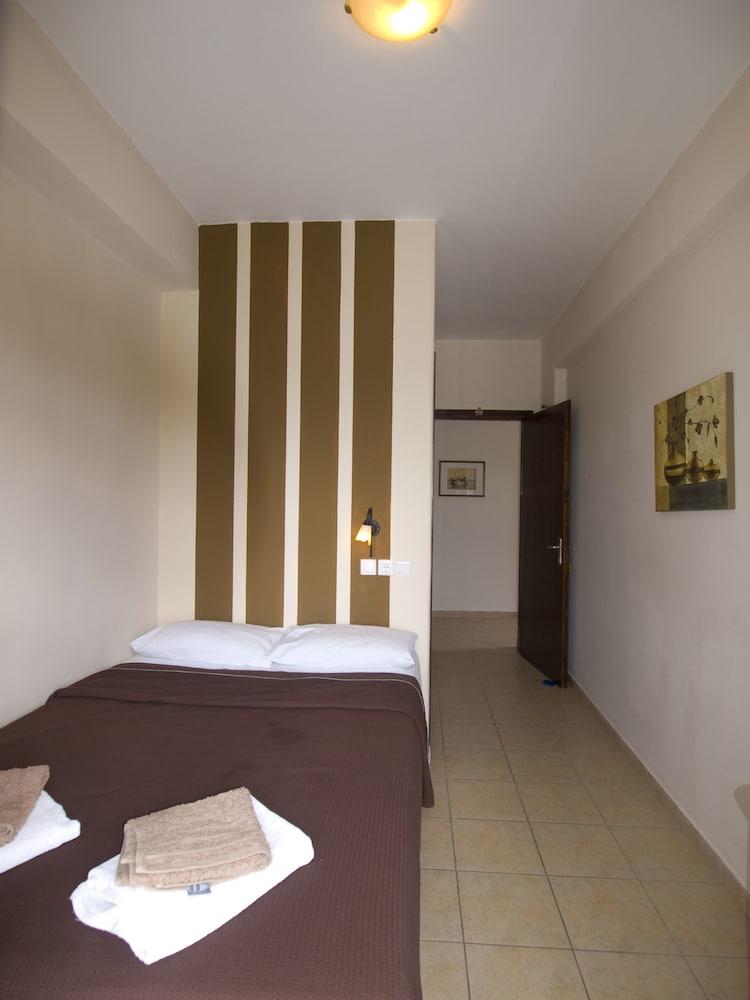 마가리타 룸(Margarita Rooms) Hotel Image 1 - Guestroom