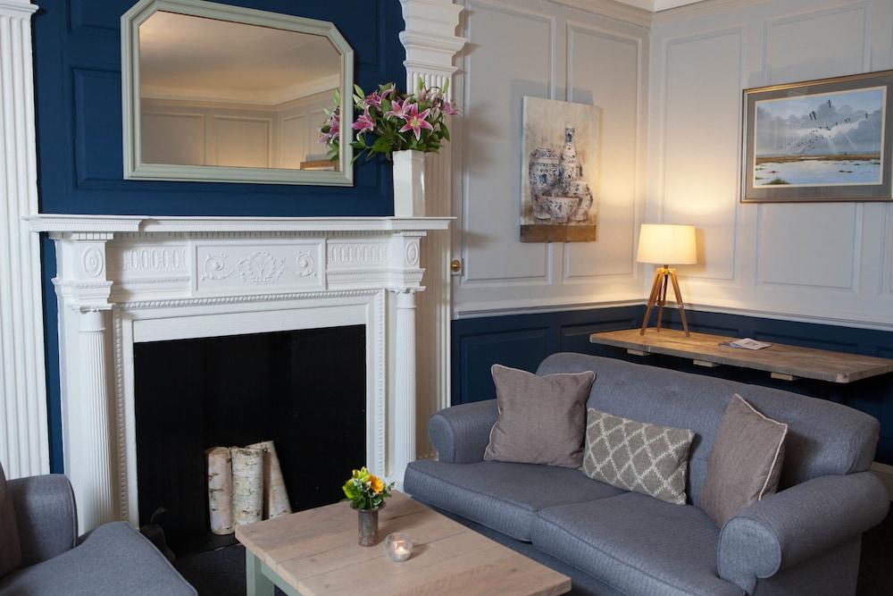 더 이브샘 호텔(The Evesham Hotel) Hotel Image 4 - Lobby Lounge