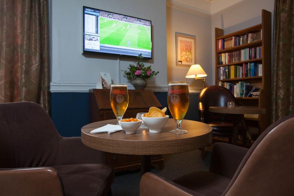 더 이브샘 호텔(The Evesham Hotel) Hotel Image 25 - Sports Bar