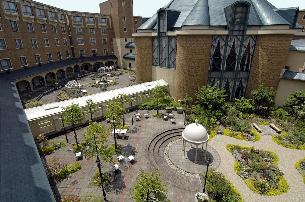 로얄 오크 호텔 스파 & 가든(Royal Oak Hotel Spa & Gardens) Hotel Image 54 - View from Hotel