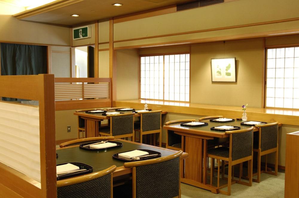 로얄 오크 호텔 스파 & 가든(Royal Oak Hotel Spa & Gardens) Hotel Image 28 - Restaurant
