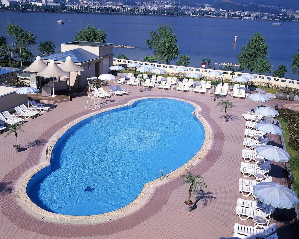 로얄 오크 호텔 스파 & 가든(Royal Oak Hotel Spa & Gardens) Hotel Image 16 - Outdoor Pool