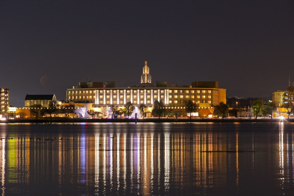 로얄 오크 호텔 스파 & 가든(Royal Oak Hotel Spa & Gardens) Hotel Image 42 - Hotel Front - Evening/Night