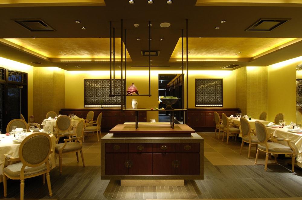 로얄 오크 호텔 스파 & 가든(Royal Oak Hotel Spa & Gardens) Hotel Image 57 - Restaurant