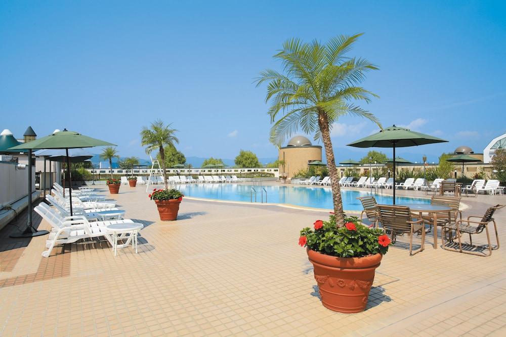 로얄 오크 호텔 스파 & 가든(Royal Oak Hotel Spa & Gardens) Hotel Image 48 - Sundeck