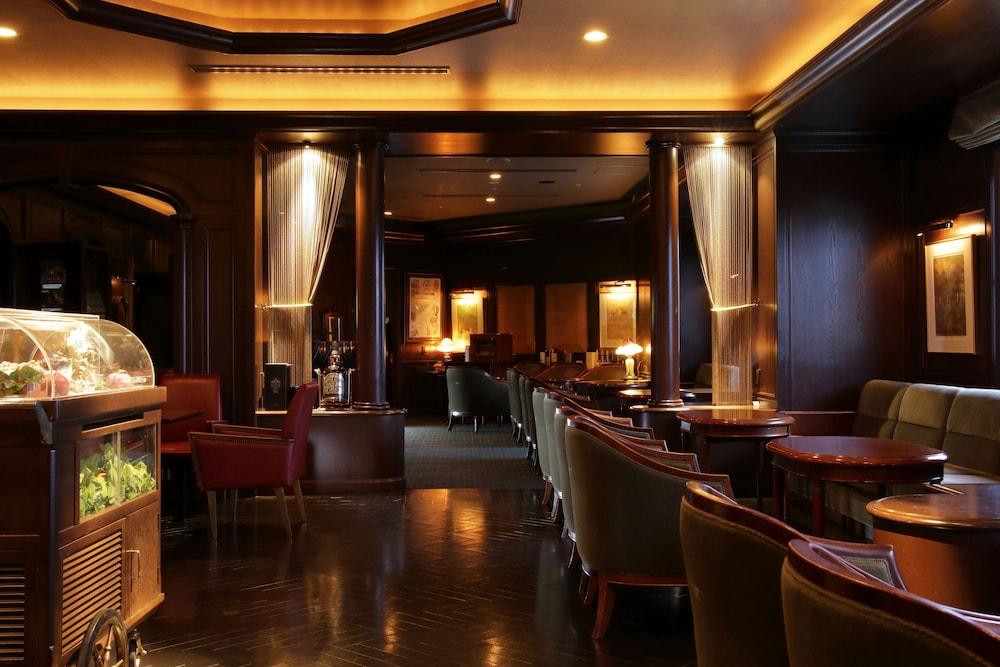 로얄 오크 호텔 스파 & 가든(Royal Oak Hotel Spa & Gardens) Hotel Image 32 - Hotel Bar