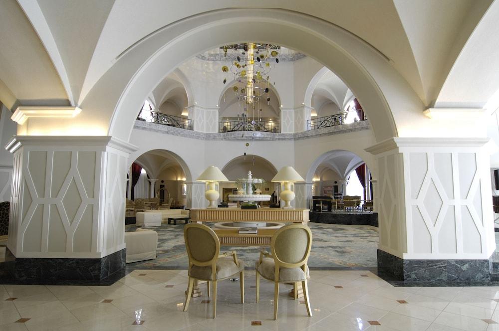 로얄 오크 호텔 스파 & 가든(Royal Oak Hotel Spa & Gardens) Hotel Image 4 - Lobby
