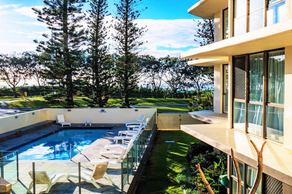 시크레스트 비치프런트 홀리데이 아파트먼츠(Seacrest Beachfront Holiday Apartments) Hotel Image 23 - Outdoor Pool