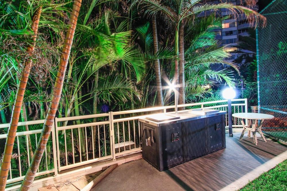 시크레스트 비치프런트 홀리데이 아파트먼츠(Seacrest Beachfront Holiday Apartments) Hotel Image 43 - BBQ/Picnic Area