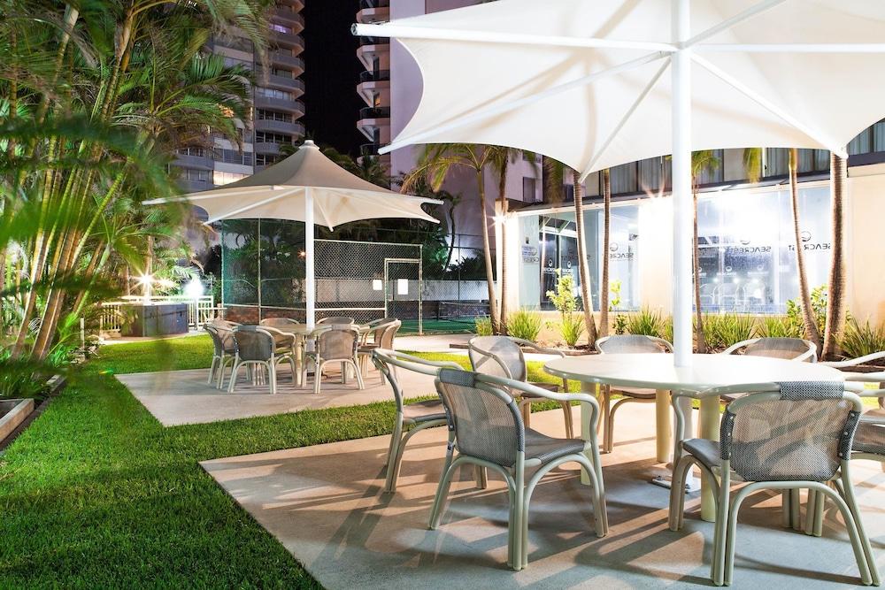 시크레스트 비치프런트 홀리데이 아파트먼츠(Seacrest Beachfront Holiday Apartments) Hotel Image 42 - Terrace/Patio