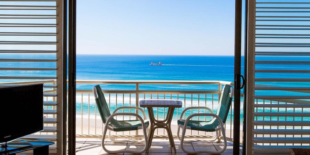 시크레스트 비치프런트 홀리데이 아파트먼츠(Seacrest Beachfront Holiday Apartments) Hotel Image 17 - Terrace/Patio