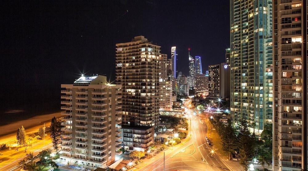 시크레스트 비치프런트 홀리데이 아파트먼츠(Seacrest Beachfront Holiday Apartments) Hotel Image 47 - View from Hotel