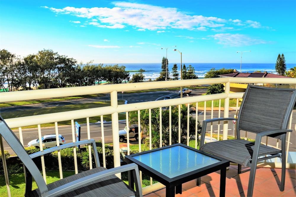 시크레스트 비치프런트 홀리데이 아파트먼츠(Seacrest Beachfront Holiday Apartments) Hotel Image 18 - Balcony