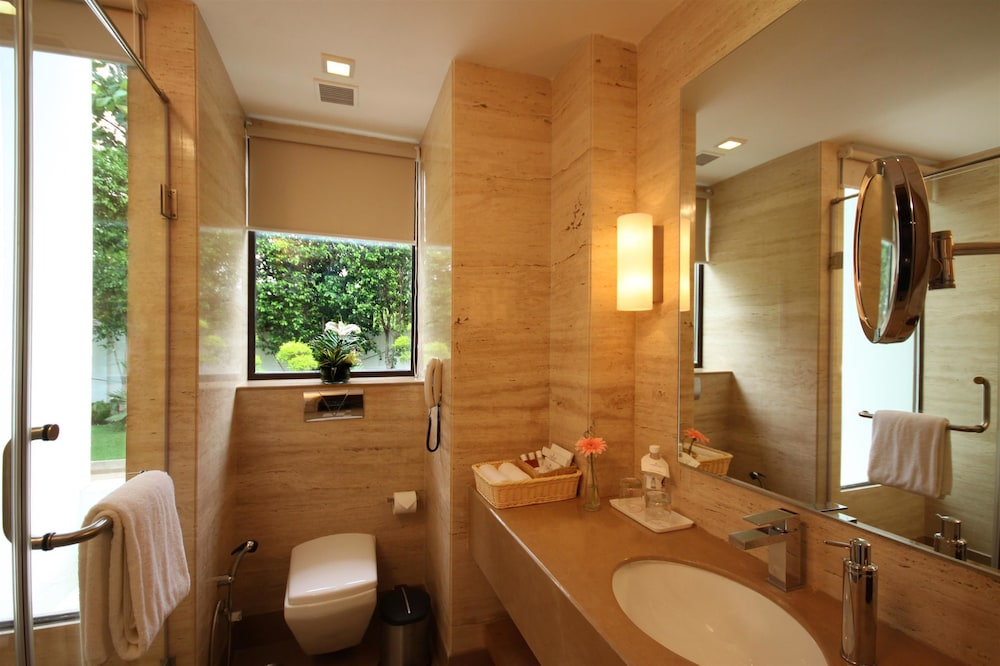 골든 튤립 델리-차타르푸르(Golden Tulip Delhi-Chattarpur) Hotel Image 8 - Bathroom