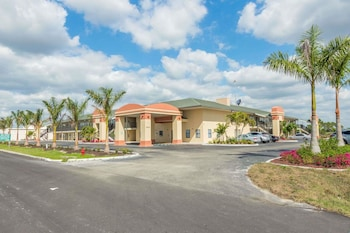 Baymont by Wyndham Punta Gorda/Port Charlotte photo