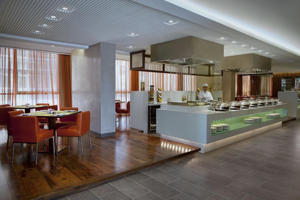 센트로 알 만할(Centro Al Manhal) Hotel Image 33 - Restaurant