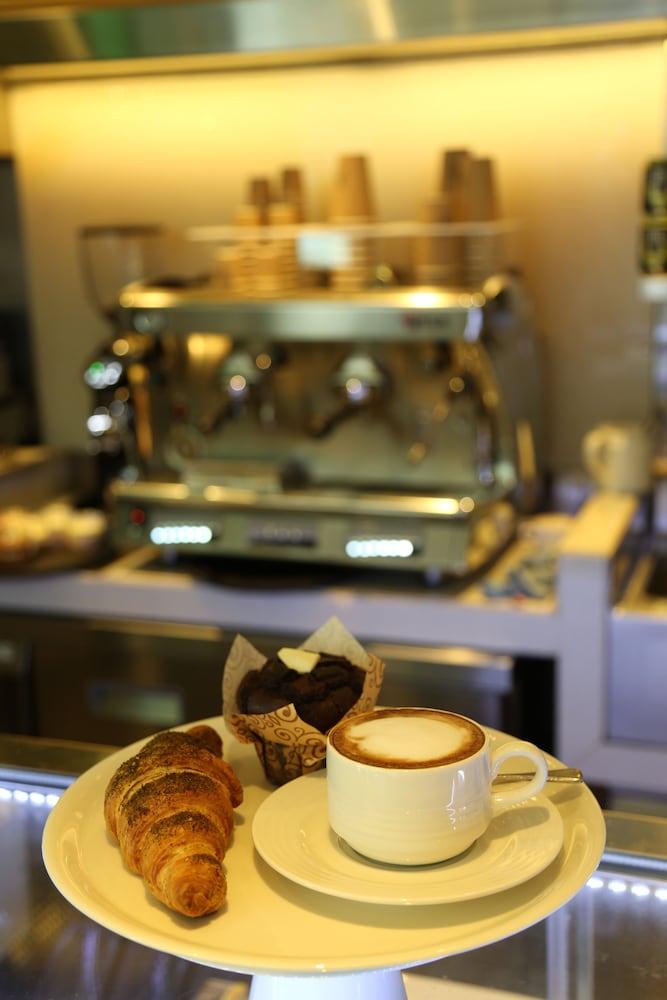 센트로 알 만할(Centro Al Manhal) Hotel Image 24 - Food and Drink